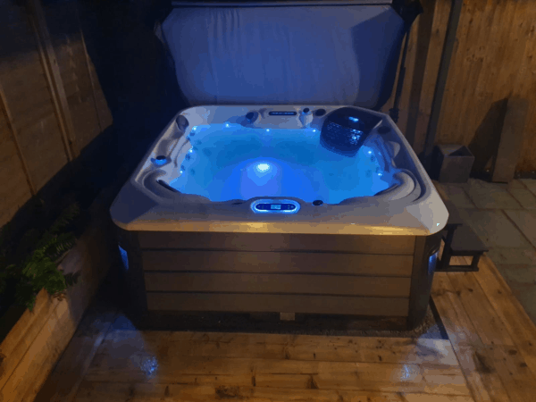 Platinum Spas Santorini Hot Tub