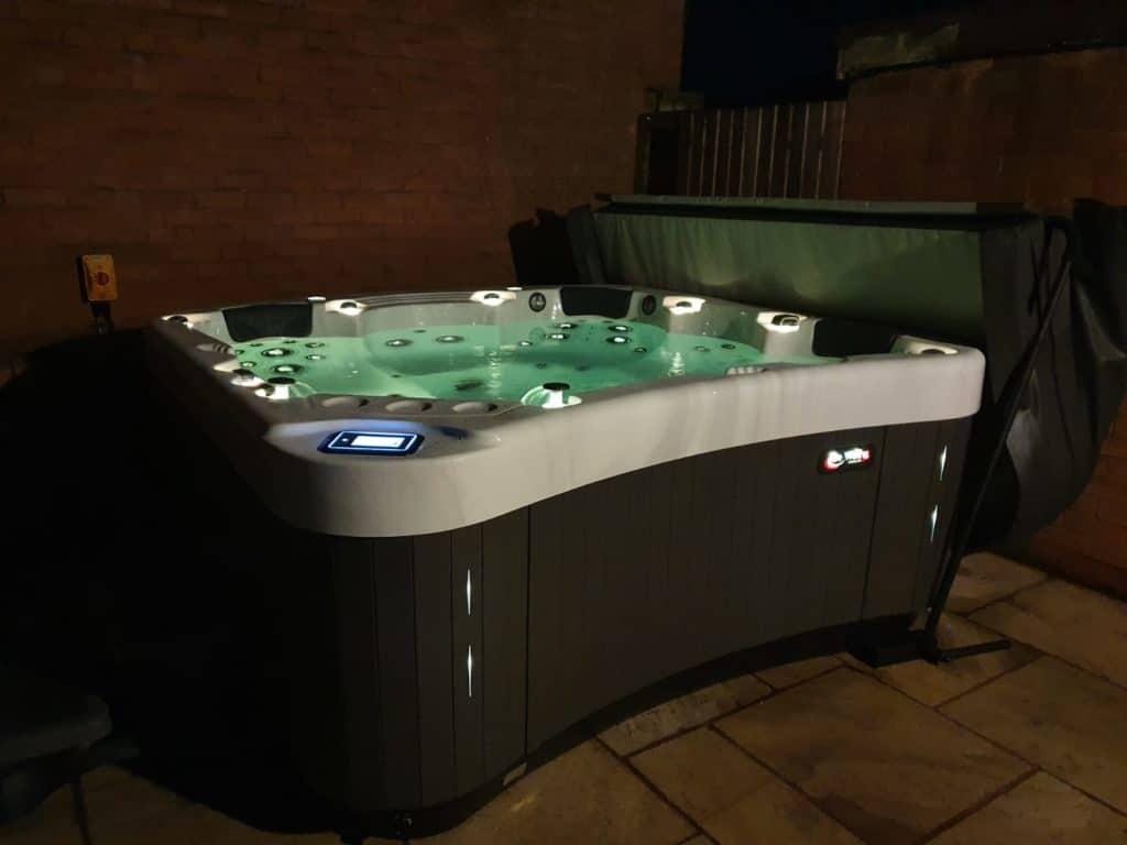 Be Well E585 Hot Tub