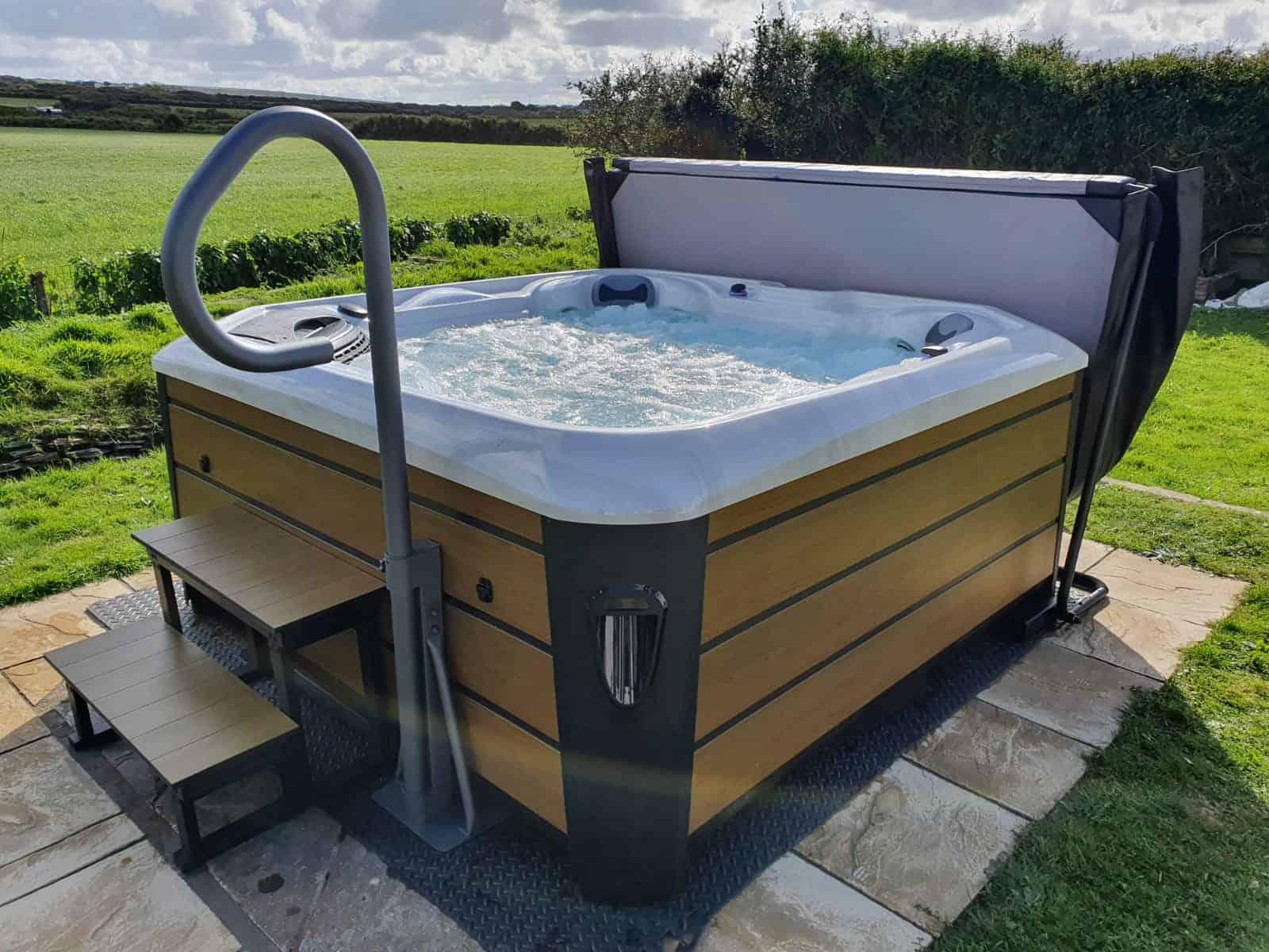 Santorini hot tub