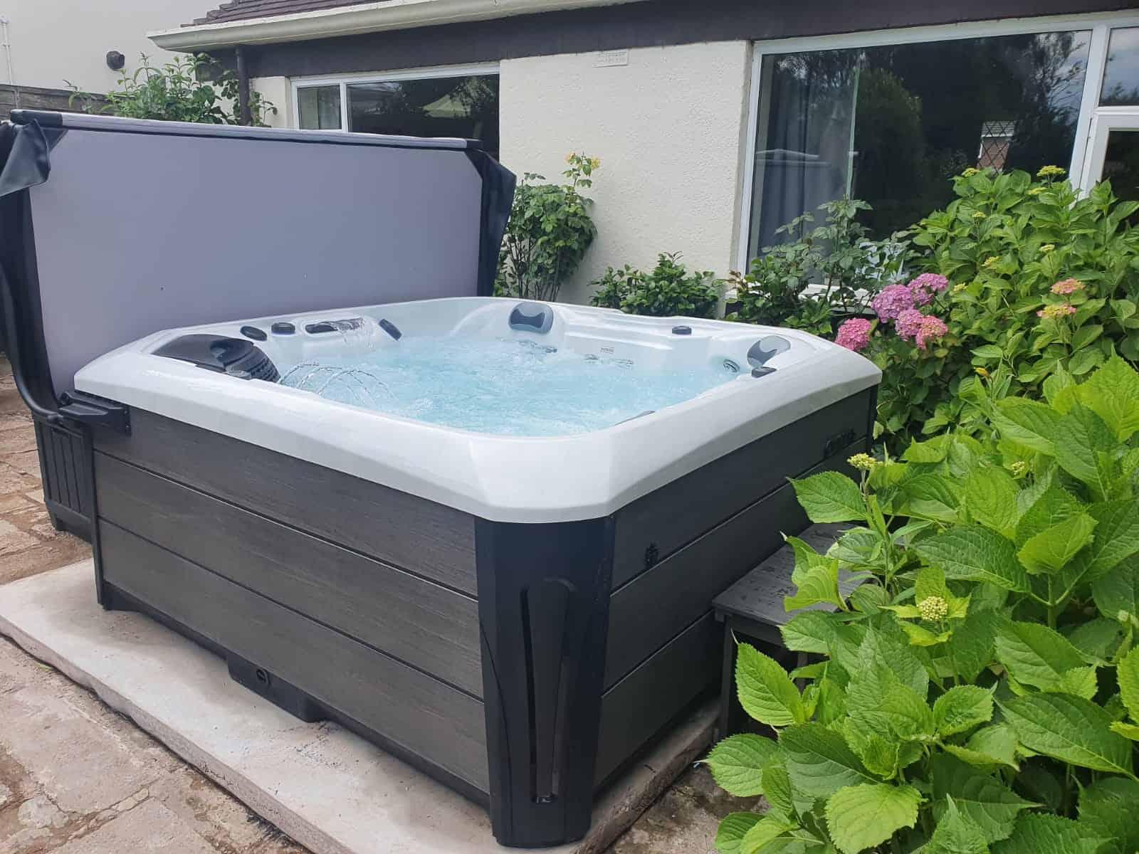 Kenya Hot Tub review